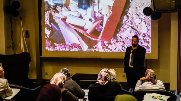 محاضرة علمية حول النفايات الطبية وأضرارها الصحية والبيئية للعاملين بمستشفى العيون بمدينة طرابلس 1 مارس 2020.