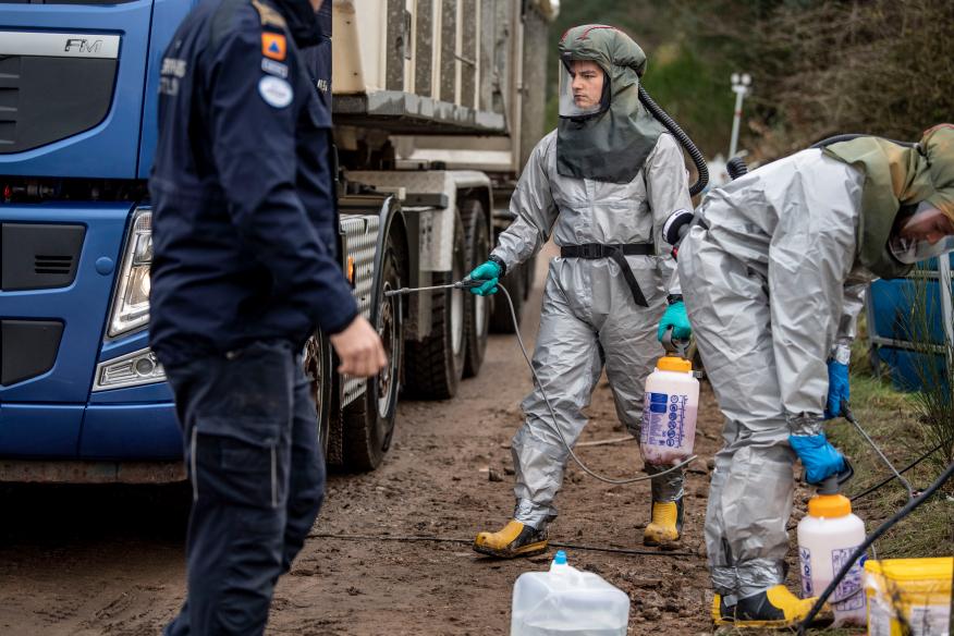 التخلص النهائي من النفايات الطبية البيطرية: أعدام ودفن حيوانات المنك (ثعالب المياه) في الدنمارك